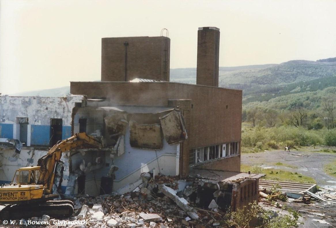 demolition-of-cwmgwrach-pitted-baths-2