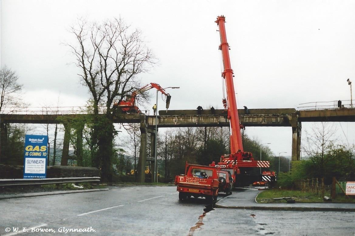 demolition-of-white-bridge-from-aberpergwym-collery-to-aberpergwym-screens-1